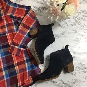 Woman's Navy Blue Suede Timberland Booties